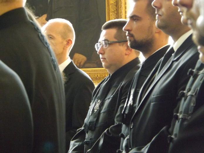 A segédlelkészi szolgálatra készülő hallgatók a lelkipásztor kötelességeiről szóló hitvallási tanítást hallgatják