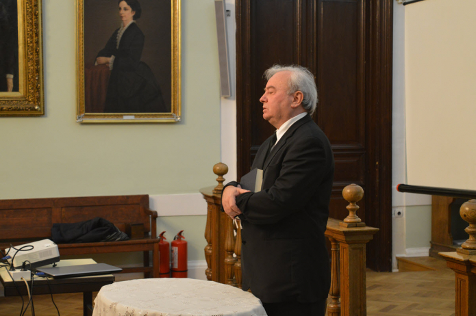 Csűry István püspök áhítatot tart