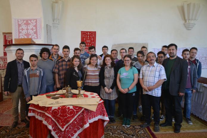 Csoportkép az egeresi templomban, Dr. Nagy Alpár Csaba lelkipásztorral