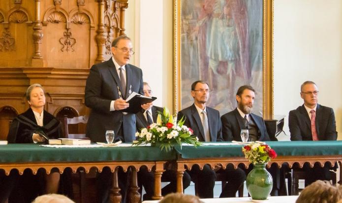 Évnyitó beszédet mond Kállay Dezső rektor
