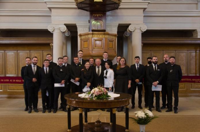 A 2020-ban végzett évfolyam hallgatói - évfolyamfelelős tanár Visky S. Béla