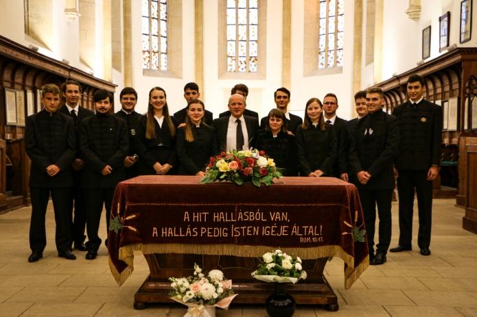 A 2021-2022-ben induló elsőéves hallgatók Visky S. Béla évfolyamvezetővel